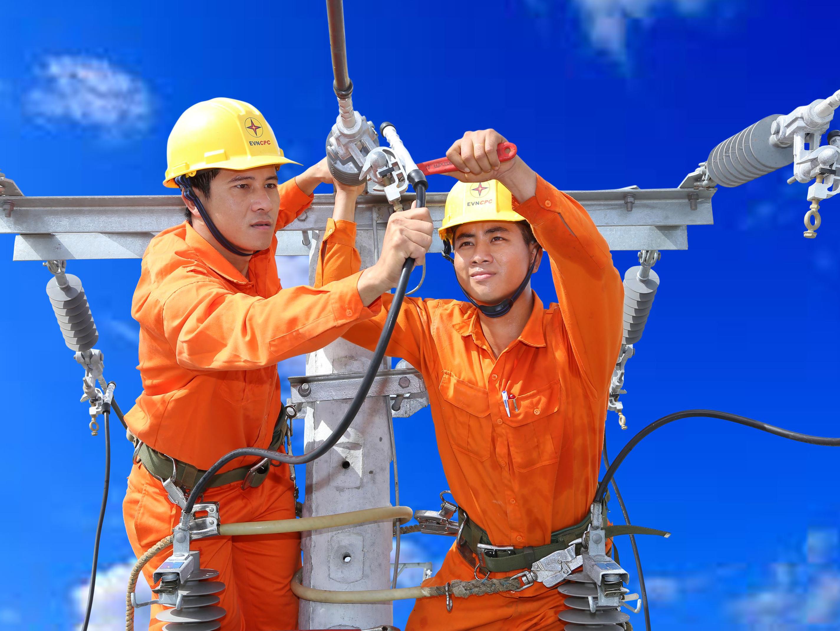 Mùa Xuân suy ngẫm về bốn mùa vất vả của người thợ điện